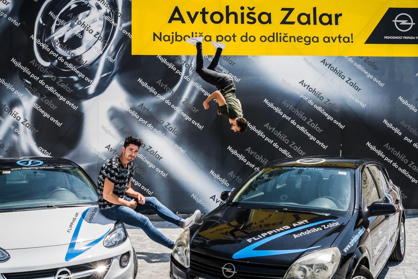 avtohisa-zalar-flipping-art-z-roko-v-roki-opel-adam-tim-nuc-luka-avgustin-simona-zalar-ciril-sponzorsko-vozilo (22)